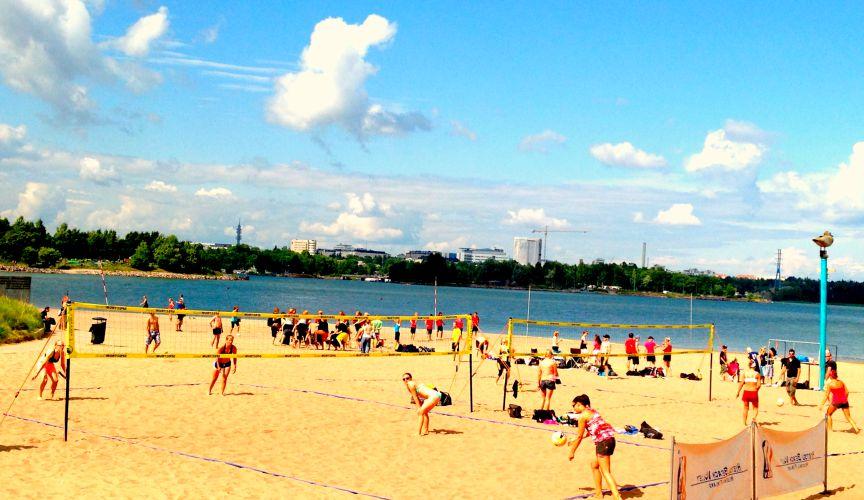 Le beach volley vous permettra de conserver un ventre plat et de dépensez des calories tout en s'amusant l'été sur la plage !